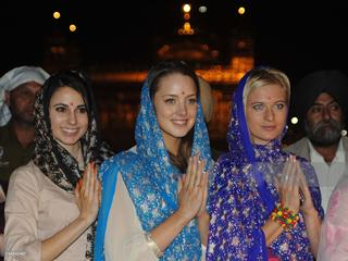 WOMEN-TRAVELERS